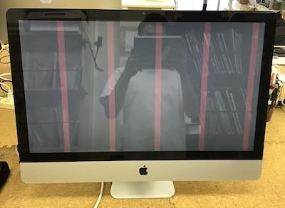 Mac 画面にピンクの線